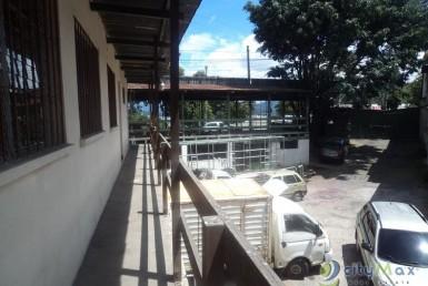 SE RENTA Edificio Comercial-Industrial, en Zona 18
